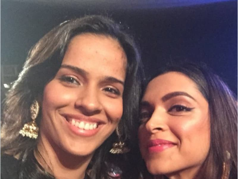 Not just the gentlemen, badminton star Saina Nehwal also took to Twitter to share a picture with Deepika.  (Twitter)
