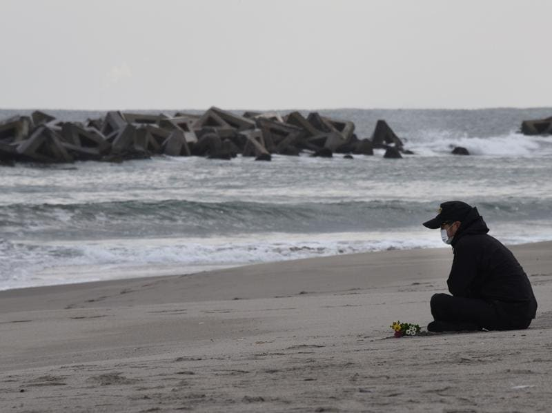 A man prays for victims of the 2011 earthquake and tsunami on a beach in Sendai, northern Japan. (AFP Photo)