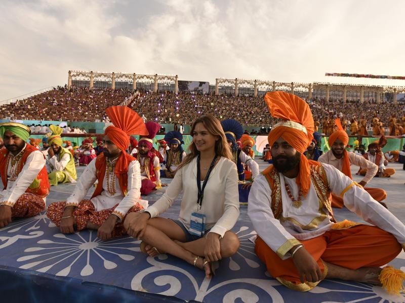 Artists during the World Culture Festival. (Virendra Singh Gosain/HT Photo)