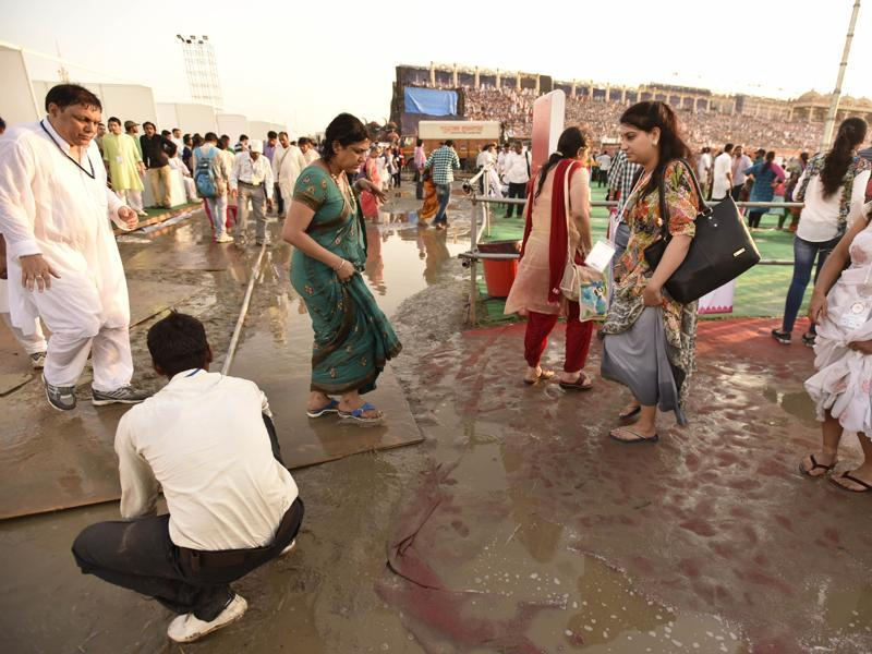 Water logging after heavy rain at World culture festival. (Virendra Singh Gosain/HT Photo)
