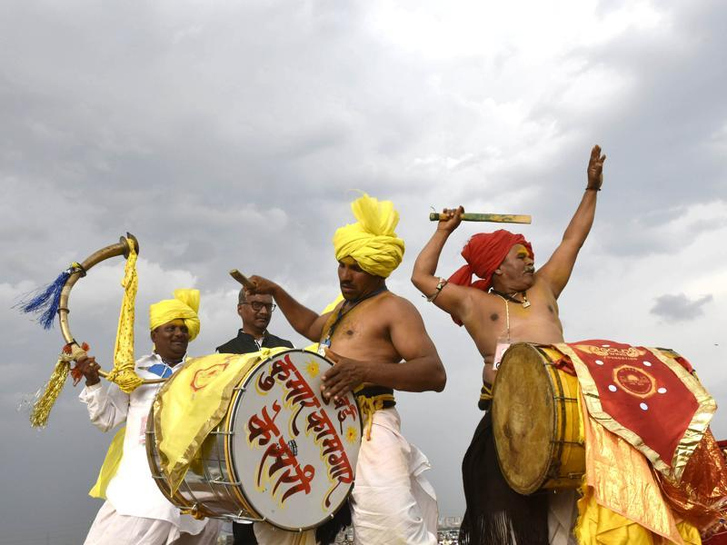 Artists perform a folk dance during the World culture Festival on Yamuna river banks. (Ravi Choudhary/HT Photo)
