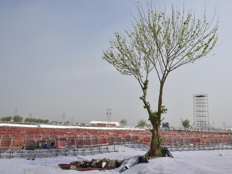 A stadium being erected for the World Culture Festival.  Organisers claim that 300,000 people visited over the three days the festival was on. (Ravi Choudhary/HT Photo)