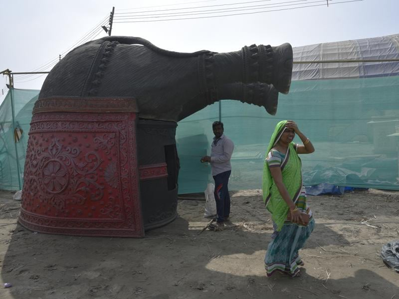 Workers pause while putting the finishing touches to a decorative elephant. (Ravi Choudhary/HT Photo)