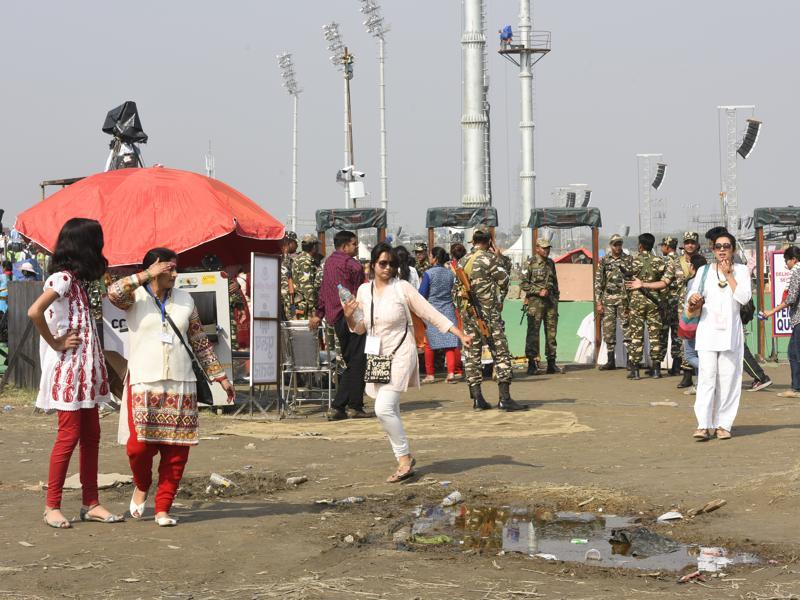 People coming for the event had to negotiate through puddles to reach the main venue. (Sonu Mehta/HT Photo)