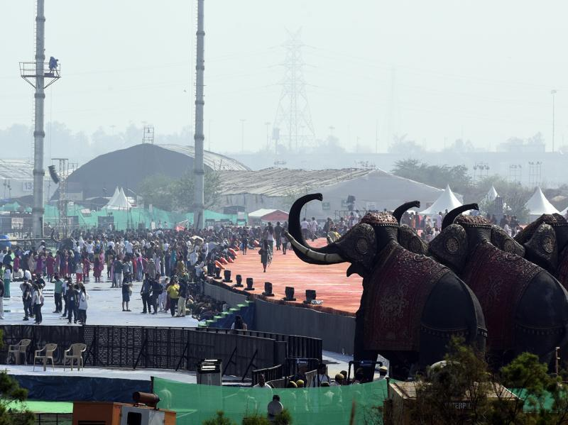 The crowd of artists and followers present at the main venue of the World Culture Festival.  (Sonu Mehta/HT Photo)