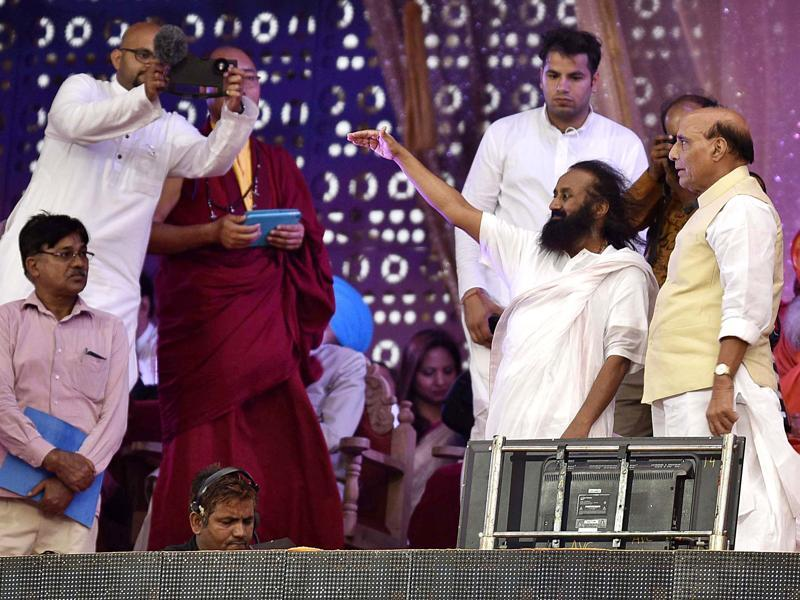Sri Sri Ravi Shankar on stage with home minister Rajnath Singh during the second day of the festival. (Raj K Raj/HT Photo)