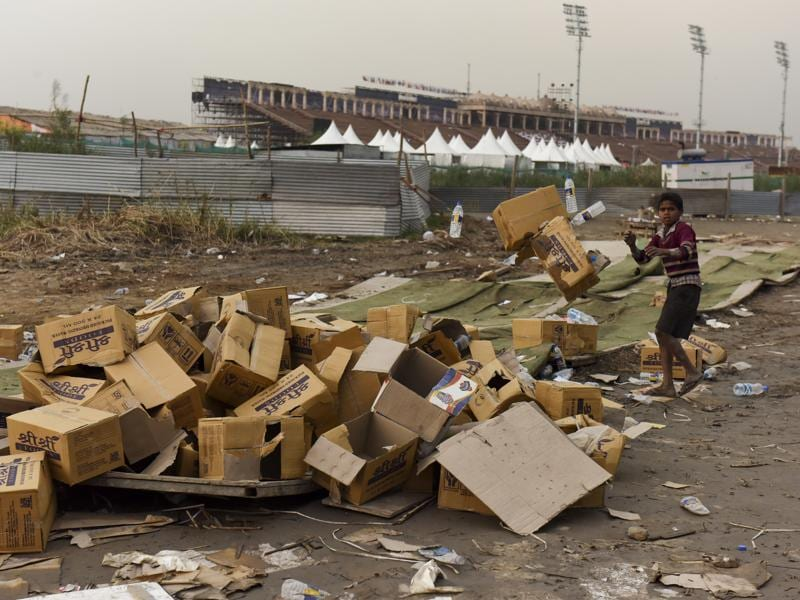Farmers who plough the banks of Yamuna also accused organisers of forcing them off the land. (Sushil Kumar/ HT photo)