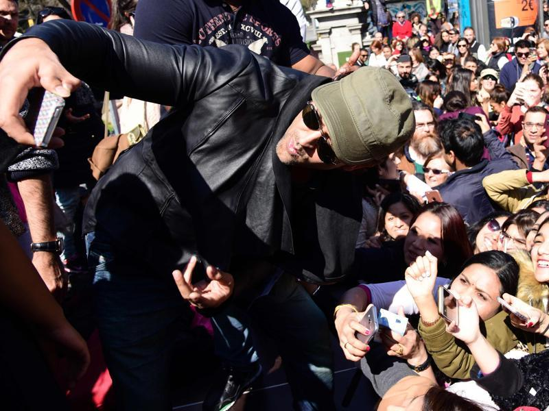 Hrithik Roshan takes a sefie with his fans during a Bollywood flashmob in Madrid. (AFP)