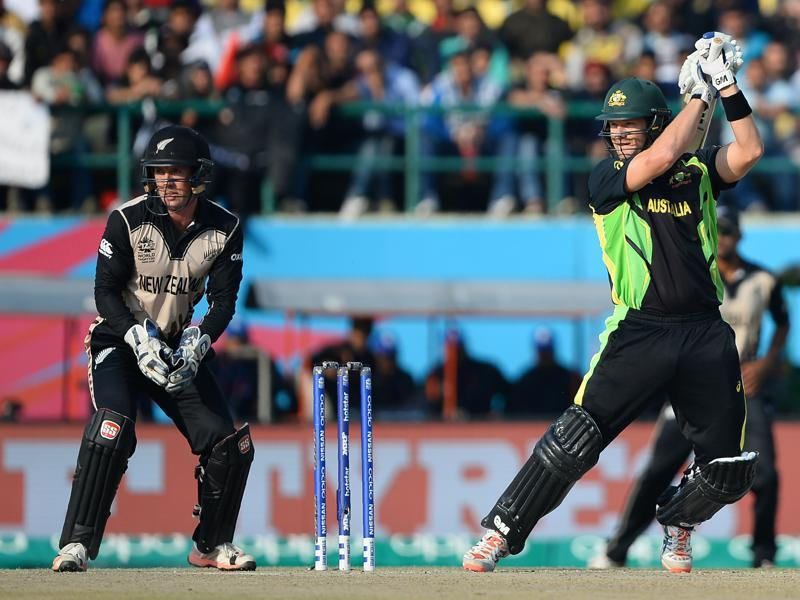 Australia's Shane Watson(R) plays a shot as New Zealand's wicketkeeper Luke Ronchi looks on. (AFP Photo)