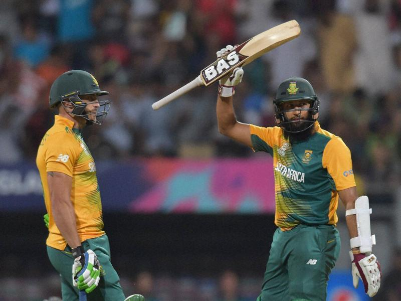 South Africa's Hashim Amla (R) acknowledges crowd after completing his half-century, as Faf du Plessis watches.  (PTI )
