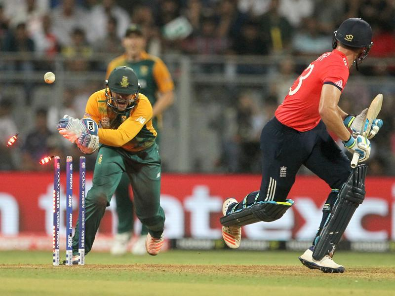 South Africa's Quinton de Kock, left, stumps England's Jos Buttler. (AP)