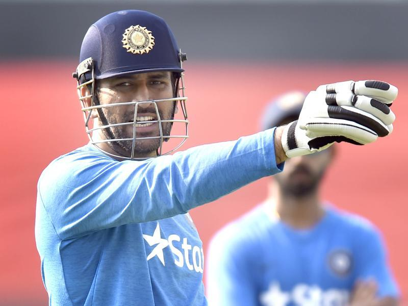Indian team captain MS Dhoni during batting practice. (Ajay Aggarwal/HT Photo)