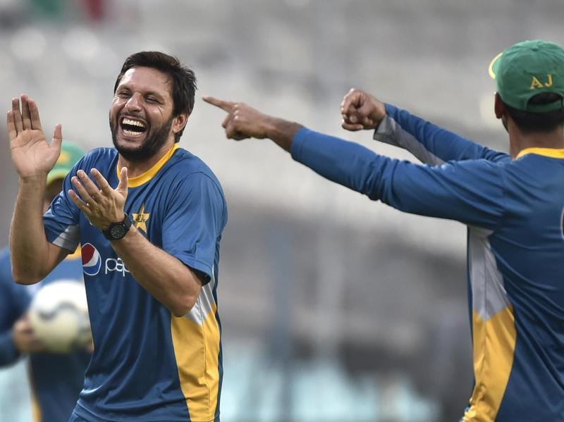 Shahid Afridi enjoys a laugh with his teammates during the practice session. (Ajay Aggarwal/HT Photo )