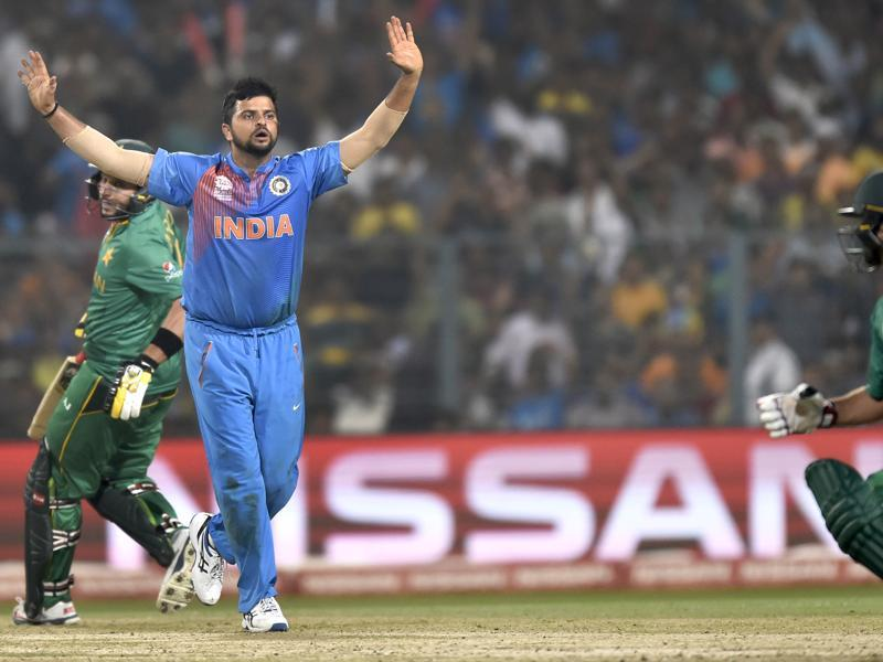 Suresh Raina appeal unsuccessfully during ICC World Twenty20 contest between India and Pakistan at Eden Gardens. (Ajay Aggarwal/HT PHoto)