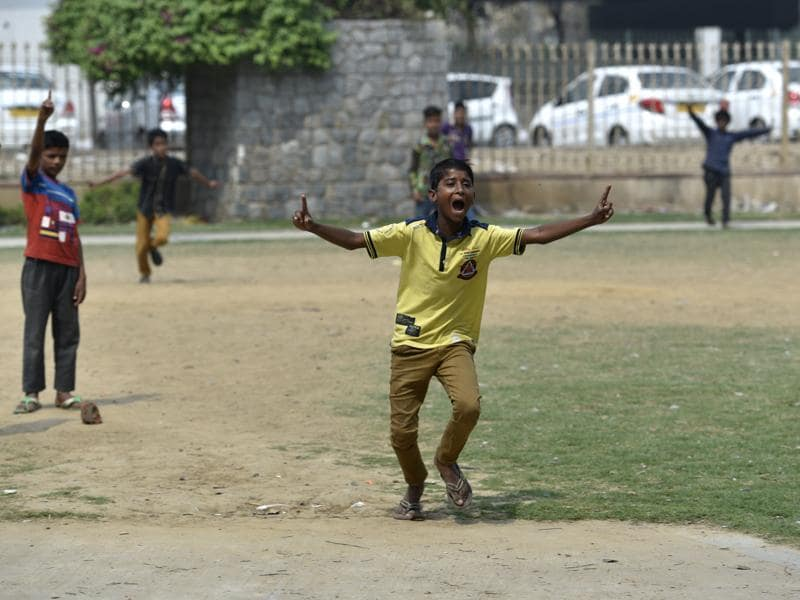 Mohalla cricket is a popular cricket form in India being played here in South Delhi. (Saumya Khandelwal/HT Photo)