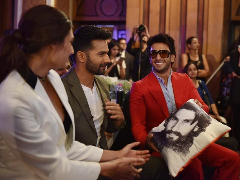 Ranveer Singh in conversation with Varun Dhawan and Athiya Shetty. (Pratham Gokhale/HT Photo)