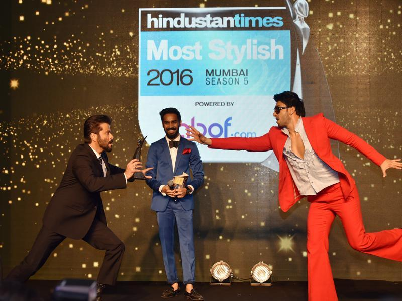 Ranveer Singh receives an award by Anil Kapoor. (Pratham Gokhale/HT Photo)
