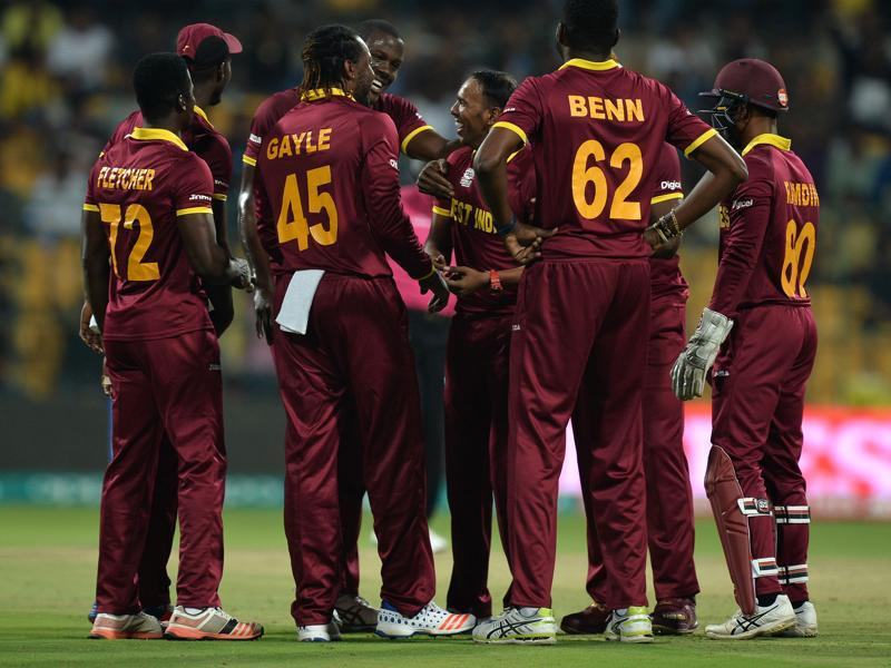 West Indies bowler Samuel Badree (C) celebrates the wicket of Sri Lankan batsman Milinda Siriwardana with teammates during the World T20 cricket tournament. (AFP Photo)
