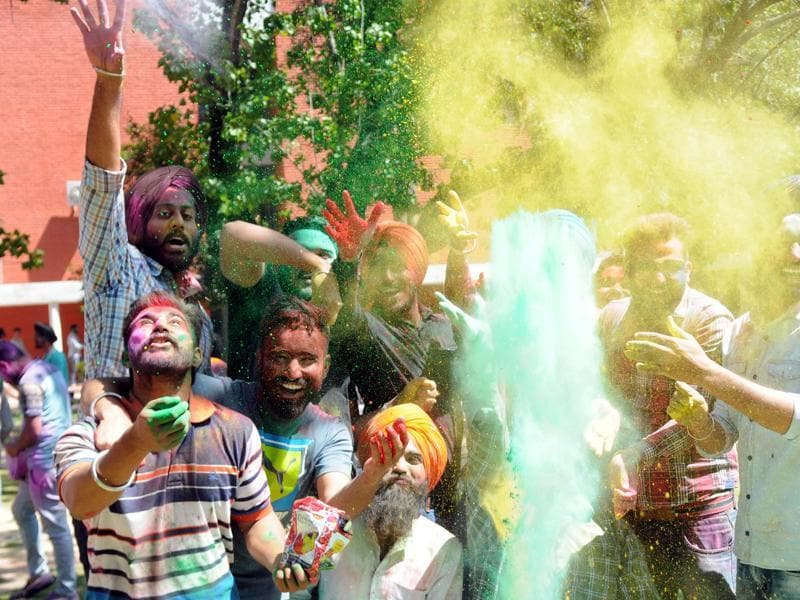 The festival of colours is celebrated with much fervour across north India. (Bharat Bhushan/HT Photo)