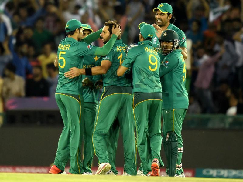 Pakistan Team celebrating with other team after dismissal of Kane Williamson. (Ravi Kumar/HT Photo)