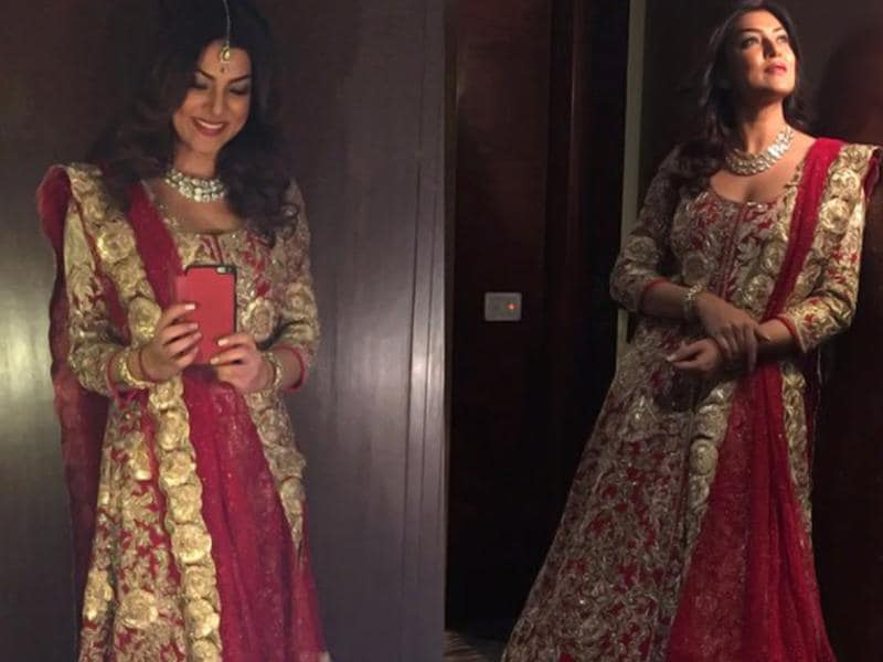 Sushmita looks every bit a queen in a beautiful and timeless Indian wear by designer Manish Malhotra. (Thesushmitasen/Twitter)