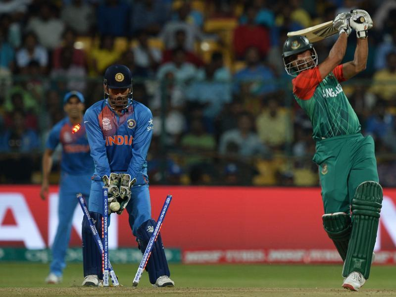 India's captain and wicketkeeper Mahendra Singh Dhoni looks on as Bangladesh's captain Mashrafe Bin Mortaza is bowled. (AFP Photo)