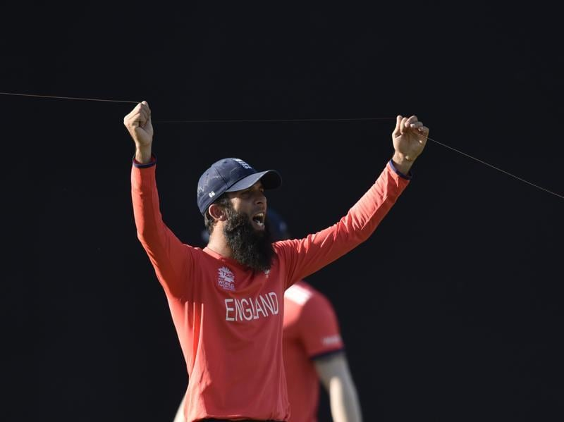 Moeen Ali cuts the kite from its thread.  (Mohd Zakir/HT Photo)