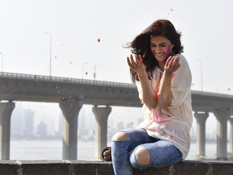 Kriti's enthusiasm for Holi is there for all to see. (Vidya Subramanian/HT photo)