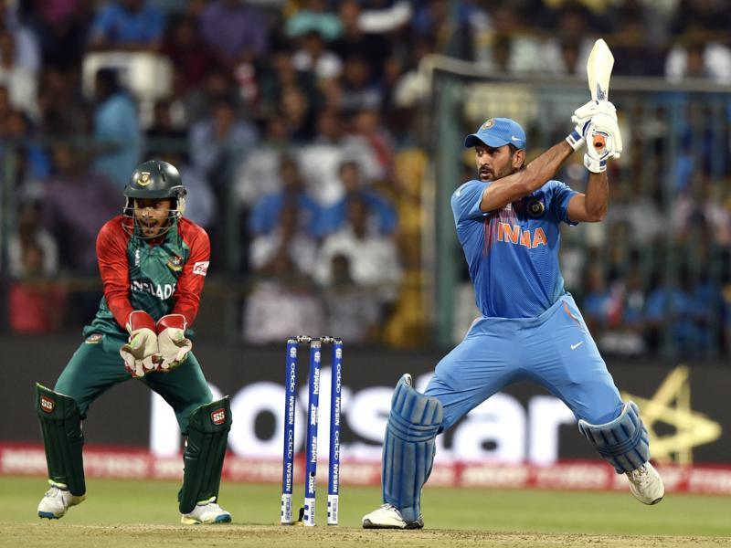 Indian player MS Dhoni during T20 World Cup league match against Bangladesh. (Vipin Kumar/HT Photo)