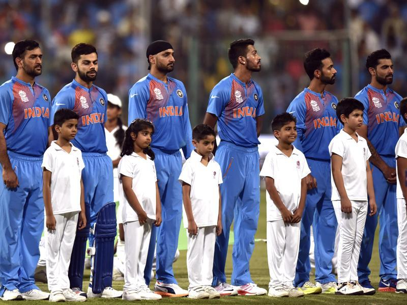 Indian players stand for national anthem. (Vipin Kumar/HT Photo)