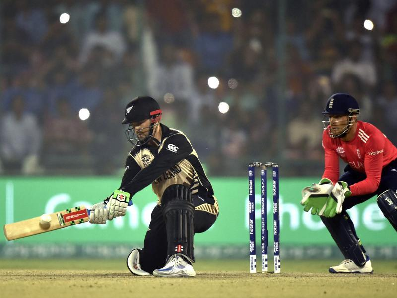 Colin Munro hits a reverse sweep. (Virendra Singh Gosain/HT Photo)