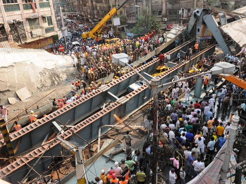 Firefighters and residents were trying to rescue those trapped under the wreckage of the metal-and-cement structure that came down near Girish Park in a teeming commercial district, in Kolkata.   (Subhankar Chakraborty/HT Photo)