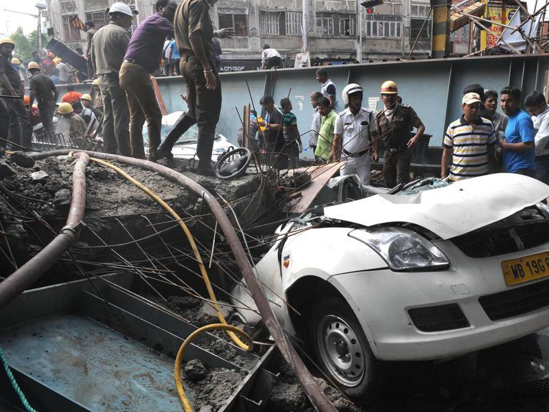 Many cars, trucks and rickshaws were seen under the large chunks of concrete and metal debris. (Subhankar Chakraborty/HT Photo)