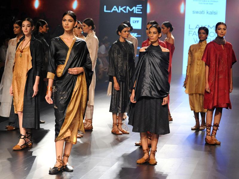 The glamour of Sujani embroidery came alive in Swati Kalsi's earthy collection. Her range 'Monad' was an ode to the beautiful traditional embroidery and fabulous handwoven fabrics. (AFP)