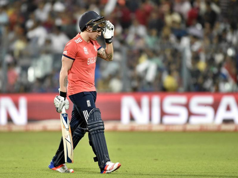 England batsman Jason Roy leaving the ground after dismissal by West Indies blower Samuel Badree during the final of ICC World Twenty20. (Ajay Aggarwal/HT Photo)