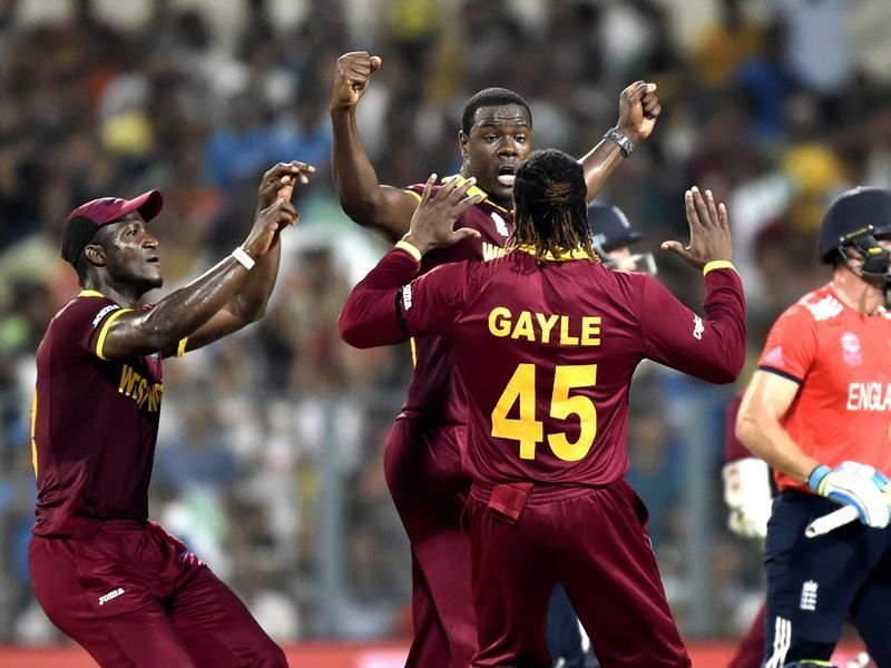 Carlos Brathwaite being congratulated by team mates and captain Darren Sammy after dismissal by England Jos Buttler. (Ajay Aggarwal/HT Photo)