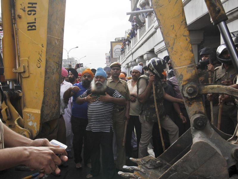 People react to the demolition of an illegal structure in Chandi Chowk area.  (Sanchit Khanna/HT Photo)