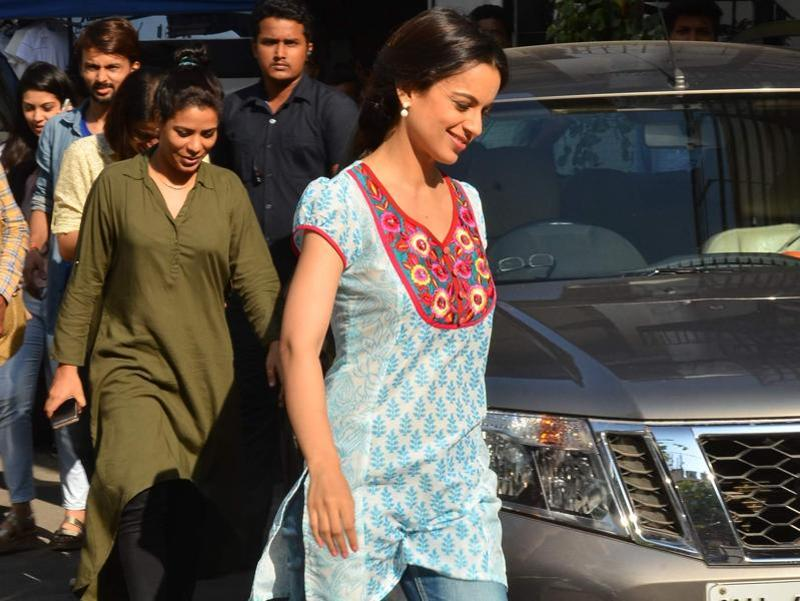 The actor was seen in her Queen garb. Sources said that she made her Team India co-stars dance to her famous steps from the film. (Viral Bhayani/HT photo)