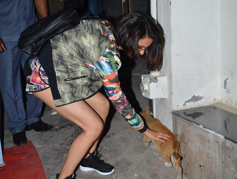 Kangana meets a furry friend on the sets. (Viral Bhayani/HT photo)