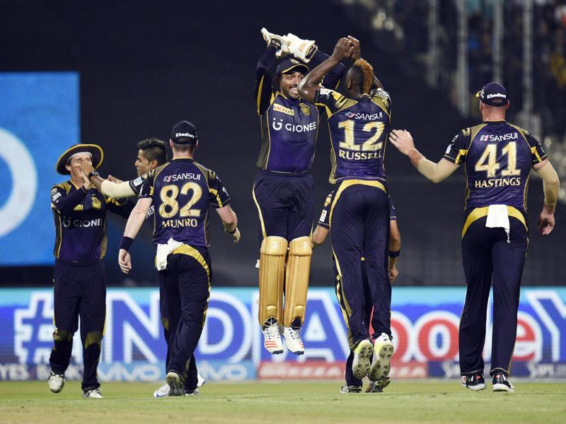 Andre Russell celebrate with his  Kolkata Knight Riders teammates. (Ashok Nath Dey/HT Photo)