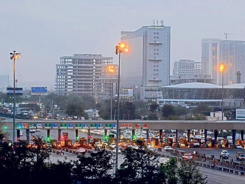 Experts say the chaos at the toll plaza is the reason that Manesar, which was expected to attract IT companies in NCR towns, failed to do so. (Abhinav Saha/HT Photo)