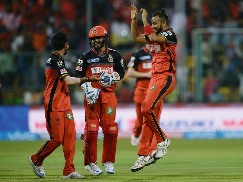Yuzvendra Chahal (L) celebrates the wicket of Sunrisers Hyderabad Deepak Hooda (unseen) with his teammates. (AFP)