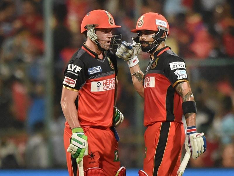 Virat Kohli and AB De Villiers share a word during their innings. (PTI)