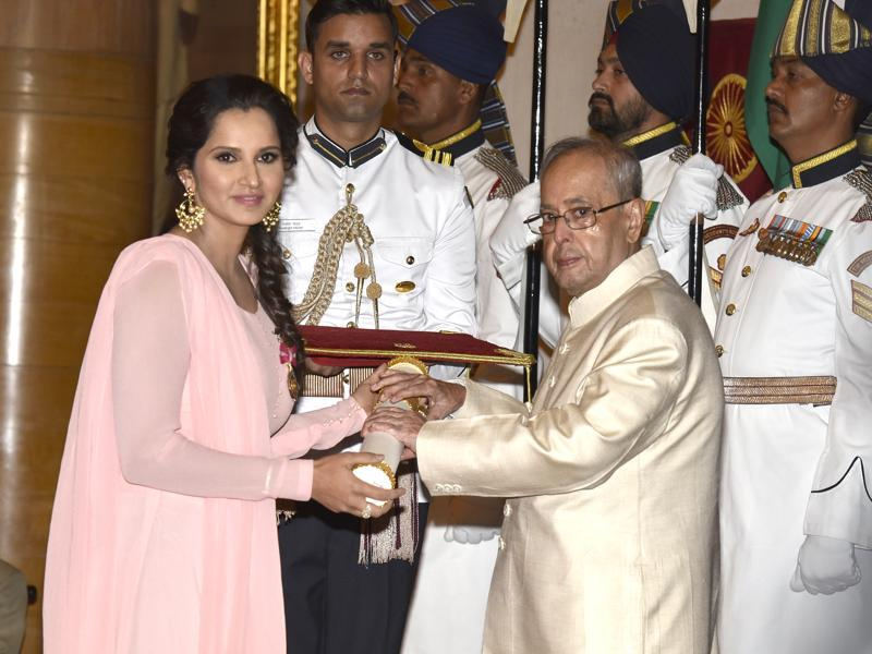 Tennis star Sania Mirza receives the Padma Bhushan in New Delhi. (Arvind Yadav/ HT Photo)
