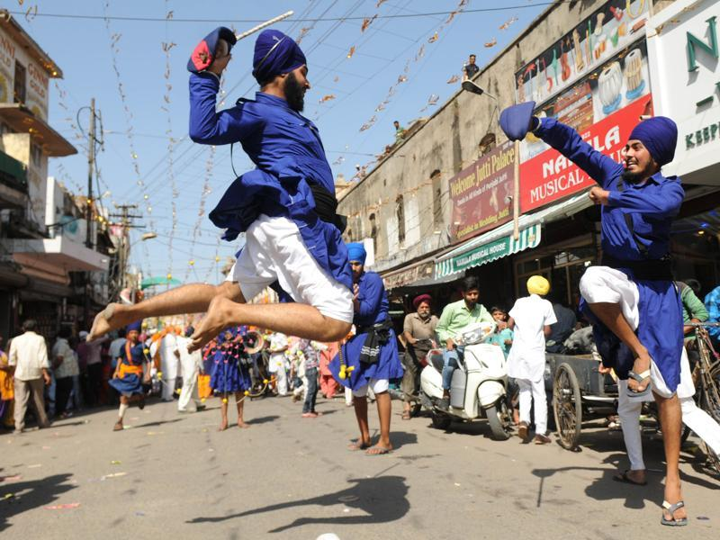 Gatka being played during the Nagar Kirtan in Patiala on Wednesday. (Bharat Bhushan/HT)