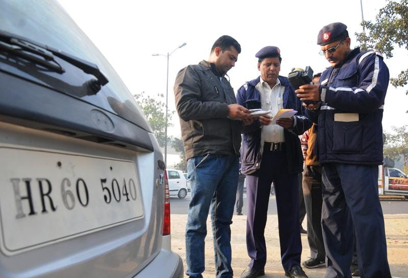 Violators beware, the government is taking a tough stance on enforcement this time. If you are caught driving an odd-numbered vehicle on an even date, or vice versa, you can be fined Rs 2,000. Teams from traffic police, transport department and Delhi police will patrol and challan violators.  (S Burrmaula /HT Photo)