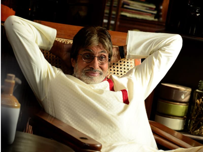 When its 48 degrees on set, and the heat is so intense that the perspiration dries up before it can even consider drenching the chest or chin, what does Amitabh Bachchan do?  (Big B's blog)