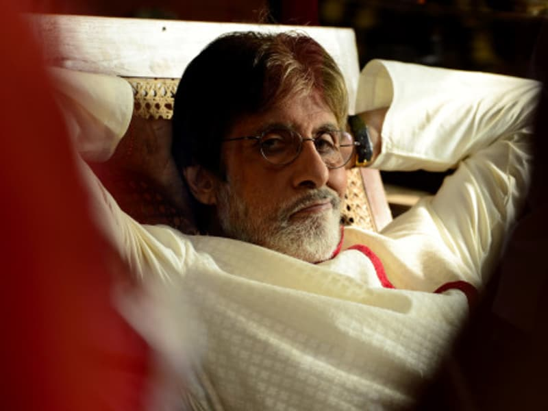 He mimes the mime. The actor took to his blog to share images from a shoot and wrote that in such heat, it is best to mime. (Big B's blog)