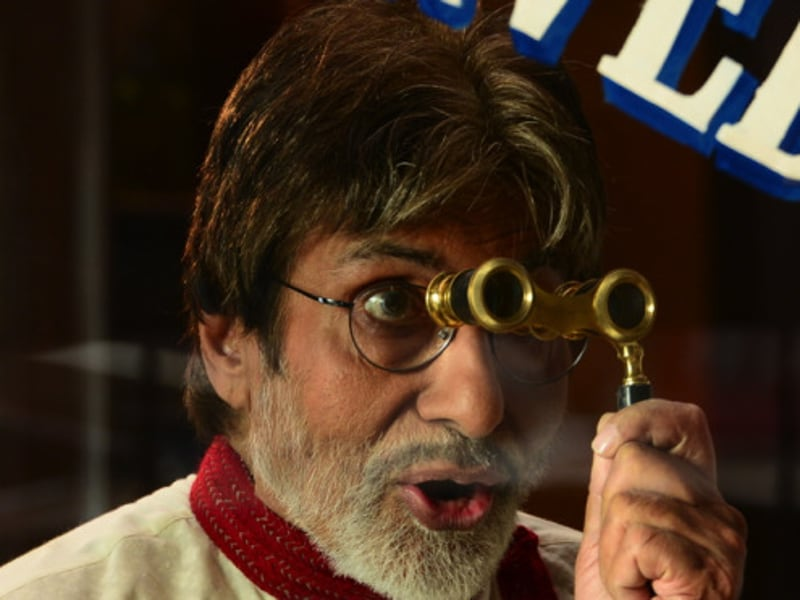 Always a professional, Amitabh Bachchan shoots for a commercial in sweltering heat. (Big B's blog)