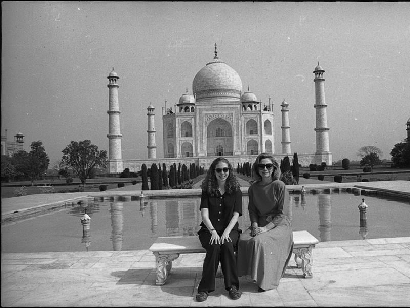 Hilary Clinton and her daughter Chelsea visited Agra to see  the Taj Mahal. (HT ARCHIVES)